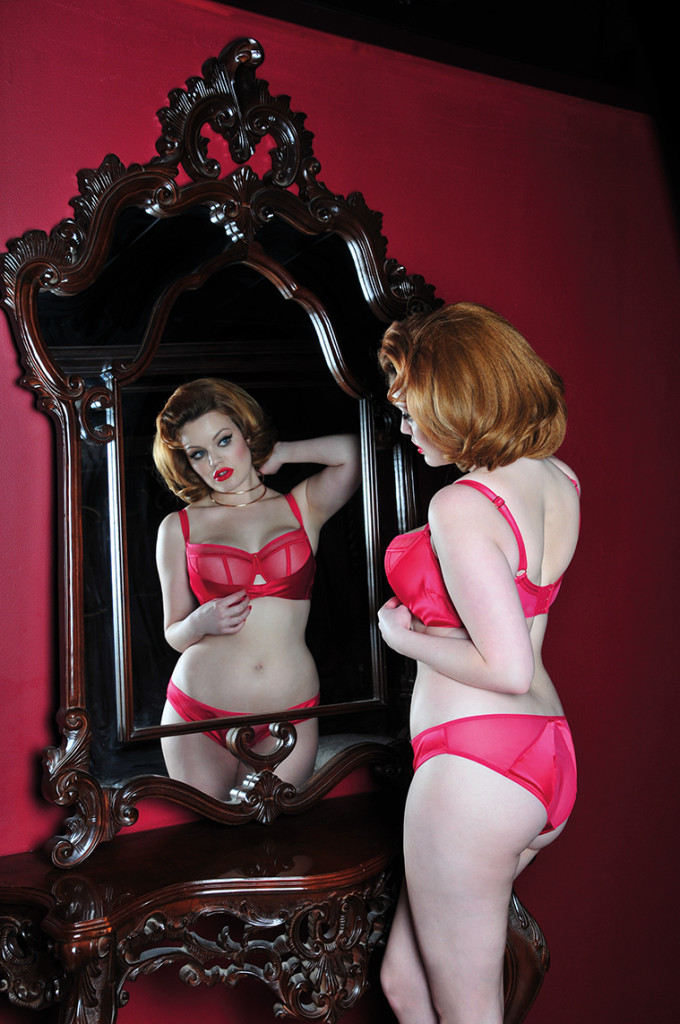 Scantilly_Peek-A-Boo_Crimson (2)
