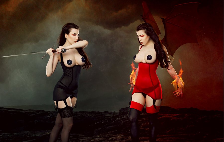 Kiss Me Deadly_Cupless Vargas Dress
