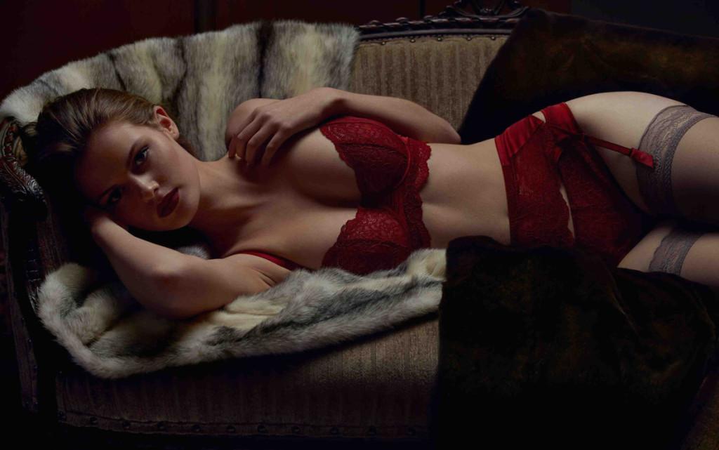 Else Lingerie_Signature UW Balcony Bra, Thong + Garter Belt_passion red (AW 2014)