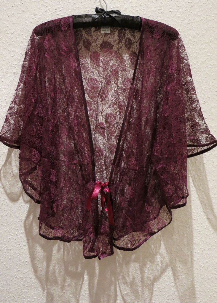 Ayten Gasson_Harma Lace Bed Jacket - Review Everyday Boudoir (1)