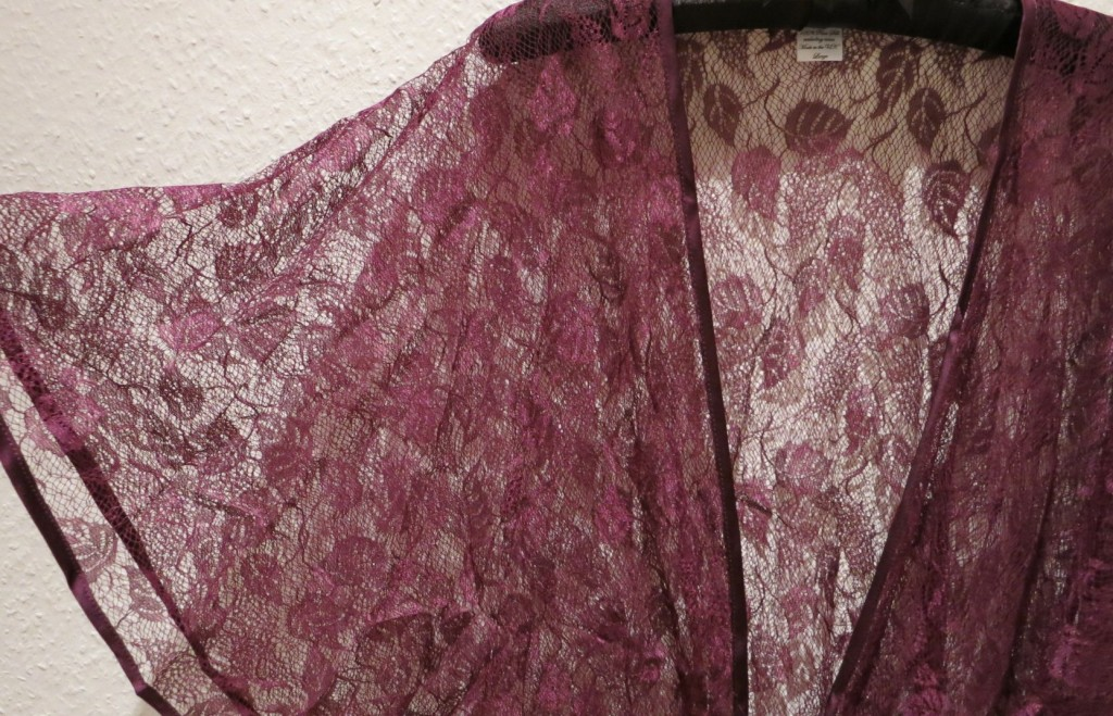 Ayten Gasson_Harma Lace Bed Jacket - Review Everyday Boudoir (2)
